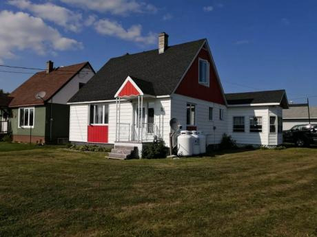 House / Cottage For Sale in Virginiatown, ON - 3 bdrm, 1 bath (2 28th St)