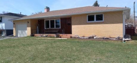 House For Sale in Portage La Prairie, MB - 4 bdrm, 3 bath (62 Laverendrye Crescent)
