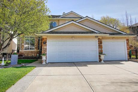 House / Detached House For Sale in Calgary, AB - 3+1 bdrm, 3.5 bath (40 Arbour Vista Way NW)