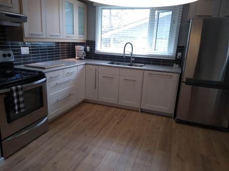 House / Detached House For Sale in Edmonton, AB - 2+1 bdrm, 2 bath (8112 169 B Street NW)