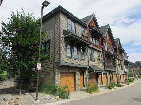 Townhouse / Condo For Sale in Calgary, AB - 3 bdrm, 2.5 bath (150 Ascot PT SW)