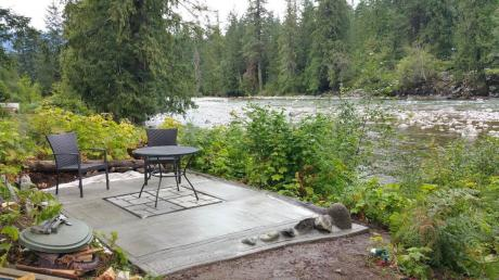 Waterfront Property / Acreage / Detached House / Home-Based Business Potential / House For Sale in Hope, BC - 5 bdrm, 3 bath (215 Forrest Cr)