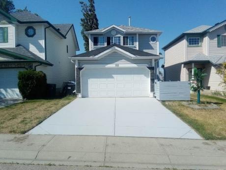 House For Sale in Calgary, AB - 3 bdrm, 4 bath (222 Hidden Spring Mews NW)