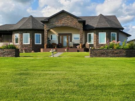 Acreage / House For Sale in Leduc County, AB - 5 bdrm, 3 bath (60-50516 Range Road 233)
