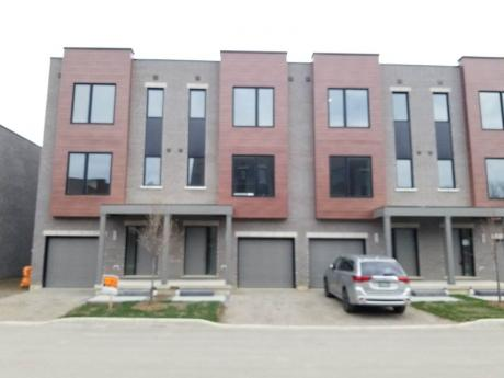Townhouse For Sale in Cambridge, ON - 3 bdrm, 2.5 bath (3, 107 Concession Street)
