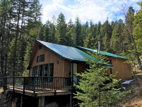 Recreational Property / Cottage / Detached House / House / Waterfront Property For Sale in Westwold, BC - 3 bdrm, 1 bath (6567 Pinaus Lake Fsr)