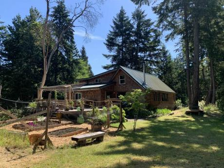 House / Home-Based Business Potential For Sale on Gabriola Island, BC - 2+1 bdrm, 1.5 bath (2500 Coho Drive)