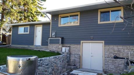 Farm / Business with Property / Commercial Space / Detached House / Home-Based Business Potential For Sale in Cawston, BC - 3 bdrm, 3 bath (715 Lowe Drive)