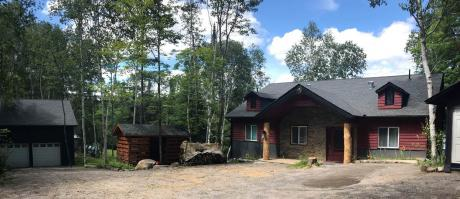 Waterfront Property / Cottage / Detached House / House For Sale in Magnetawan, ON - 4 bdrm, 2.5 bath (22 Ahmic Lake Road)
