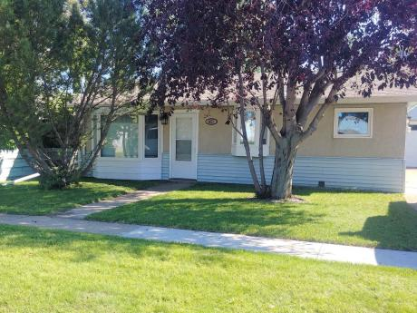 House / Detached House / Revenue Property For Sale in Wetaskiwin, AB - 2 bdrm, 1 bath (4615-47 Ave)