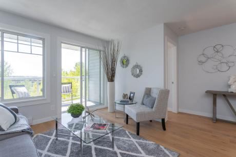 Apartment / Condo For Sale in Maple Ridge, BC - 2 bdrm, 1 bath (303, 11671 Fraser Street)