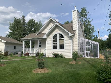 House / Acreage / Apartment / Land with Building(s) For Sale in Smith, AB - 3+1 bdrm, 2 bath (711 7th Street)