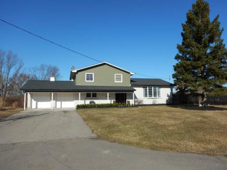 Acreage For Sale in Welland, ON - 4 bdrm, 3 bath (212 Becken Crescent)