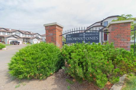 Condo / Townhouse For Sale in Lethbridge, AB - 3+1 bdrm, 3.5 bath (50, 295 Blackfoot Road West)