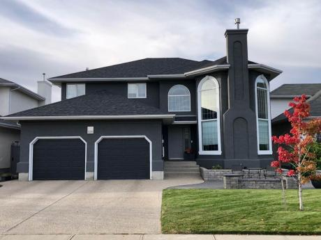 House For Sale in Regina, SK - 4 bdrm, 3.5 bath (9219 Wascana Mews)