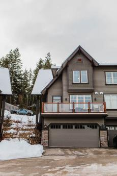 Townhouse For Sale in Vernon, BC - 3+1 bdrm, 3.5 bath (30, 333 Longspoon Dr)