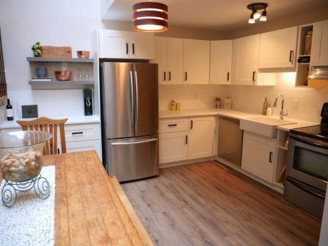 Condo / Apartment For Sale in Banff, AB - 1 bdrm, 1 bath (12, 404 Squirrel Street)