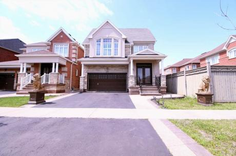 House / Detached House For Sale in Brampton, ON - 5+3 bdrm, 5 bath (220 Castle Oaks Crossing)