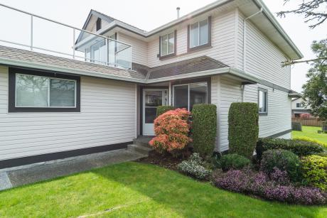 Townhouse For Sale in Abbotsford, BC - 3 bdrm, 2 bath (133, 3080 Townline Road)