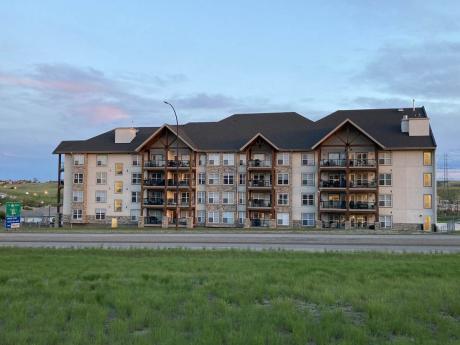 Condo / Apartment For Sale in Medicine Hat, AB - 2 bdrm, 2 bath (228, 201 River Ridge Dr NW)