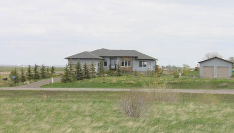 Acreage / House For Sale in Raymond, AB - 3+3 bdrm, 3.5 bath (65043 RR 211)