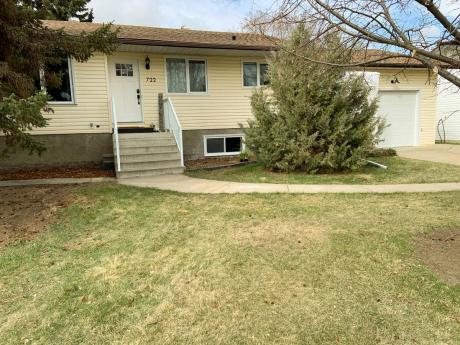 House For Sale in Bassano, AB - 2+1 bdrm, 2 bath (722 4 Ave)