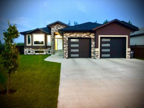 House For Sale in Carlyle, SK - 5 bdrm, 3 bath (409 5th Street East)