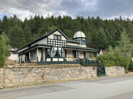 House For Sale in Greenwood, BC - 5 bdrm, 3 bath (326 South Government Avenue)