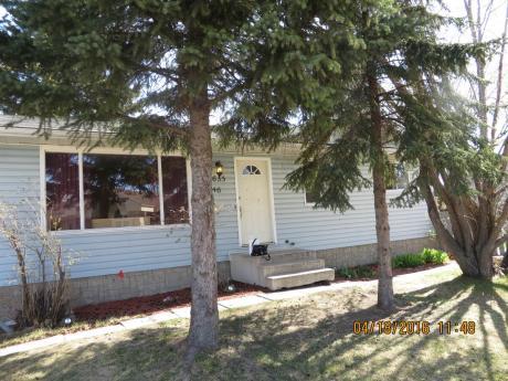 House / Revenue Property For Sale in Sylvan Lake, AB - 3+1 bdrm, 2 bath (4635-46 Street)
