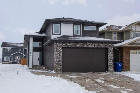 House / Detached House For Sale in Martensville, SK - 5+1 bdrm, 3 bath (134 Beaudry Crescent)