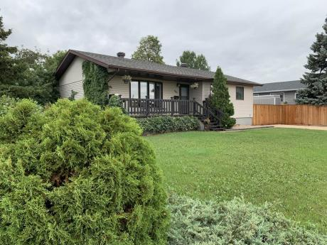 House / Detached House For Sale in Portage La Prairie, MB - 3 bdrm, 2 bath (805, 8th Street North West)