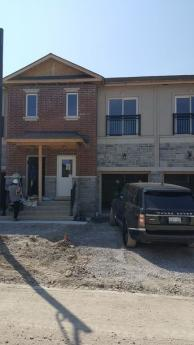 Townhouse For Sale in Whitby, ON - 3 bdrm, 2.5 bath (102, 10 Prospect Way)