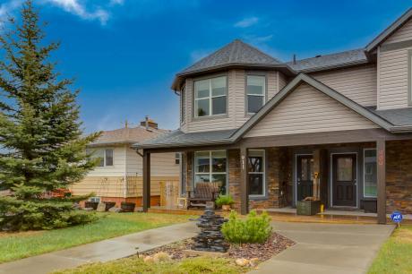 Half Duplex For Sale in Calgary, AB - 3 bdrm, 3.5 bath (911 15th Ave NE)
