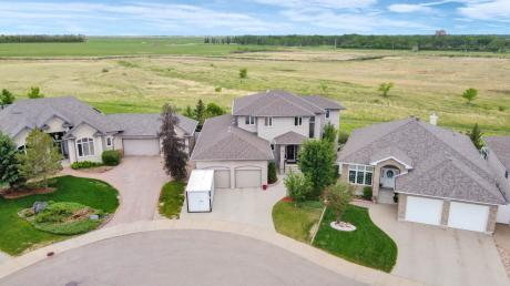 House / Detached House For Sale in Regina, SK - 4 bdrm, 4 bath (10466 Wascana Estates)