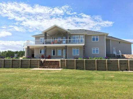 Acreage For Sale in County Of Grande Prairie, AB - 3+2 bdrm, 3 bath (6, 714042 Rge Rd 72)