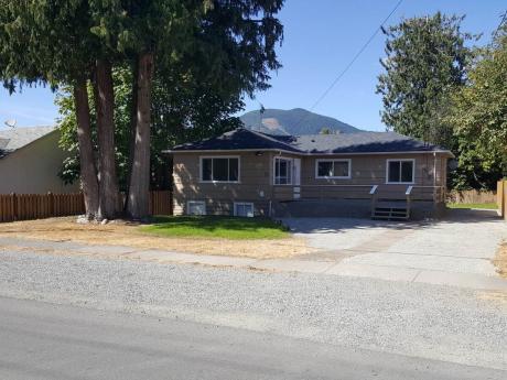 Revenue Property / Detached House For Sale in Lake Cowichan, BC - 5 bdrm, 2 bath (73 Cowichan Avenue West)