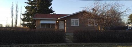 House / Detached House For Sale in Kendal, SK - 3 bdrm, 2.5 bath (316-2nd Avenue)
