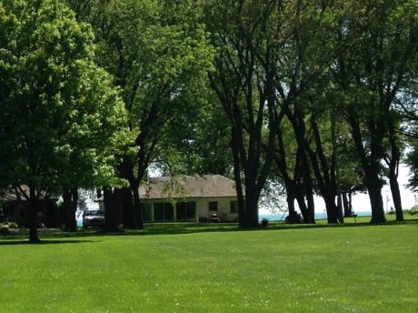 Cottage / House / Waterfront Property For Sale in Essex, ON - 3 bdrm, 2 bath (983 Maple Grove Dr.)