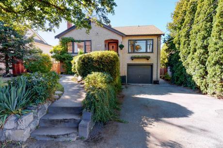 House For Sale in Victoria, BC - 2+2 bdrm, 2 bath (3076 Balfour Avenue)