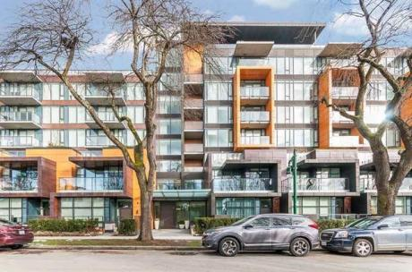 Condo / Apartment For Sale in Vancouver, BC - 2+1 bdrm, 2 bath (501, 8488 Cornish St)