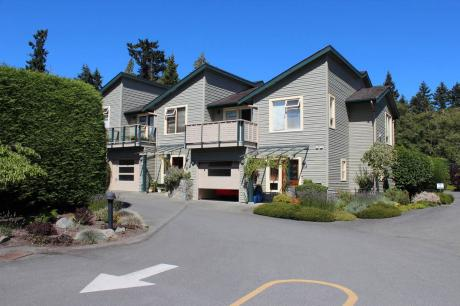Townhouse For Sale on Salt Spring Island, BC - 3 bdrm, 3 bath (133 Corbett Rd)