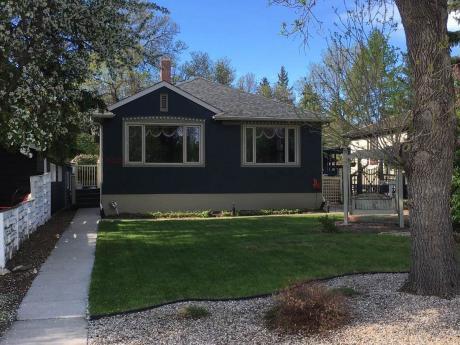 House For Sale in Regina, SK - 2+1 bdrm, 2 bath (3417 McCallum Ave)