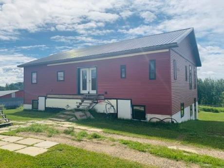 Acreage / Detached House / Land with Building(s) / Mobile Home / Revenue Property For Sale in Rural Beaver County, AB - 4+2 bdrm, 5.5 bath (51419 Range Road 201)