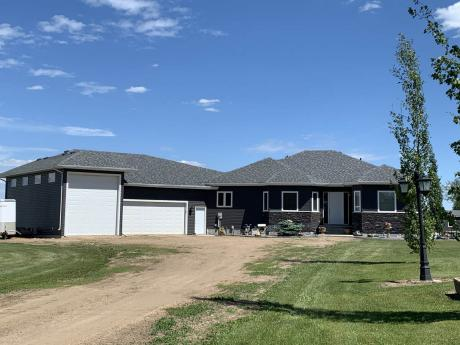 Acreage / Farm / House / Land with Building(s) / Recreational Property For Sale in Sturgeon County, AB - 5+1 bdrm, 4 bath (57231 Range Rd 240)