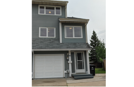 Townhouse For Sale in Fort McMurray, AB - 3 bdrm, 1.5 bath (142 Williscroft Pl)