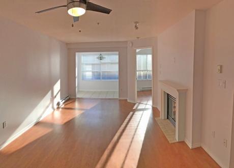 Apartment / Condo For Sale in North Vancouver, BC - 2 bdrm, 2 bath (108 Esplanade West)
