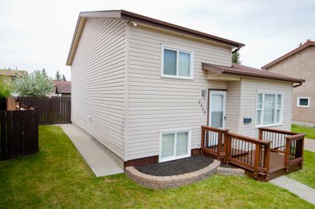 House / Detached House For Sale in Edmonton, AB - 2+2 bdrm, 2 bath (7320-183b Street)