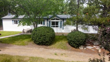 Mobile Home For Sale in Lacombe, AB - 1+2 bdrm, 2 bath (RR 3)
