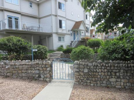 Townhouse For Sale in Penticton, BC - 3+1 bdrm, 2.5 bath (103, 142 - Preston Avenue)