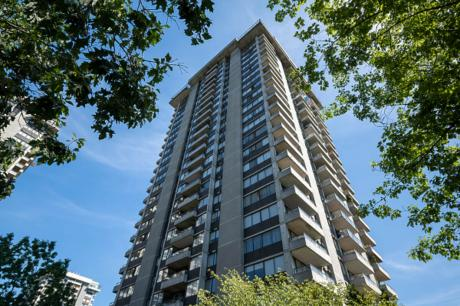 Condo / Apartment For Sale in Burnaby, BC - 2 bdrm, 2 bath (1606, 3980 Carrigan Court)